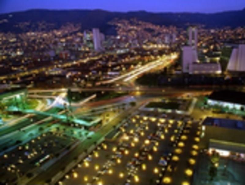 Vista aèria de la ciutat de Medellín, una de les zones industrials més important del país.  ARXIU