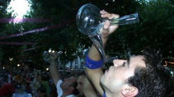 Concurs de beure aigua a les Festes d'Olot. Els darrers anys han augmentat les parades que no venen alcohol.