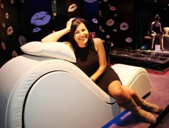El Tantra Sofà, que es pot comprar a la botiga Margarita Bonita, a primera vista podria semblar un moble de disseny, però ofereix múltiples possibilitats pel joc eròtic ANDREU PUIG
