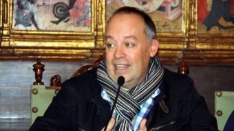 El figuerenc Eusebi Ayensa, director de l'Institut Cervantes d'Atenes , durant la roda de premsa d'ahir a Lleida, on va recollir el premi. LAURA CORTÉS / ACN