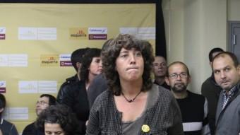Teresa Jordà, dreta i al centre de la imatge, la nit electora, a la seu d'ERC . LLUÍS SERRAT