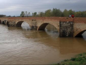 L'aigua al pont vell de Castelló d'Empúries click art foto / joan castro