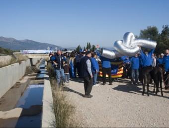 La Plataforma en Defensa de l'Ebre va convocar una protesta al costat del canal després de les eleccions del 20-N. T.MEULEN