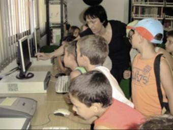 Visita d'escolars a la Biblioteca Municipal. CEDIDA
