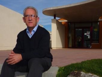L'alcalde de Camós a l'entrada de la llar d'infants Les Baldufes, aquesta setmana. R. E