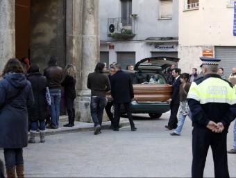 El funeral de Concepció Reixach, l'última dona assassinada a les comarques gironines.  J. SABATER