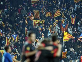 Els jugadors catalans celebren un gol en el darrer partit de la selecció, que avui torna al Lluís Companys Q. PUIG