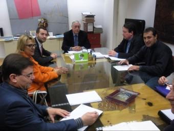 Reunió de l'alcalde i tècnics municiapsl amb l'administració autonòmica. ARXIU