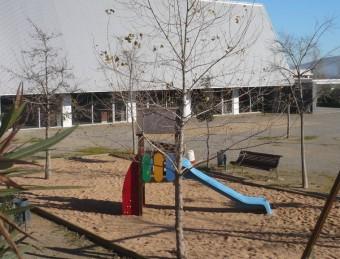 El centre cívic multifuncional anirà a la zona que ara ocupa el parc infantil. EL PUNT AVUI