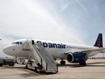 Imatge d'arxiu d'un avió de la companyia Spanair a les pistes de l'aeroport de Barcelona ACN