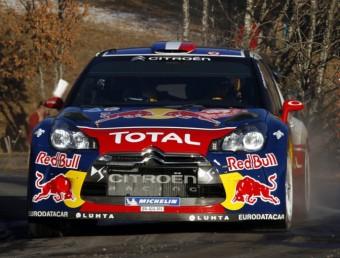 Sébastien Loeb , a tota velocitat en un dels trams del Ral·li de Montecarlo. CITROËN RACING