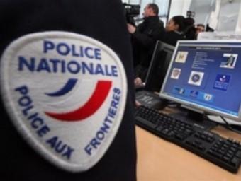Policia francesa a la frontera ARXIU