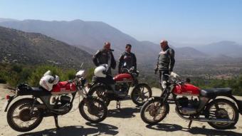 Edu Cots, Carles Humet, Ignasi Guàrdia i les tres Montesa Impala, protagonistes d'una gran aventura.