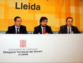 Ricard Font, al mig, entre els delegats del govern a Lleida i al Pirineu, Ramon Farré i Albert Alins. LAURA CORTÉS / ACN