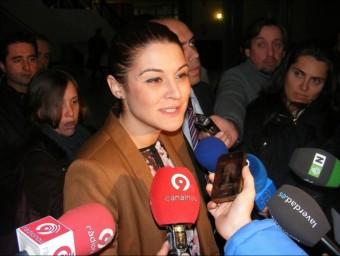 Mireia Mollà fa unes declaracions davant els mitjans de comunicació. EL PUNT-AVUI