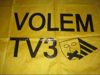 Una pancarta reivindicativa de les campanyes per rebre la televisió catalana ARXIU