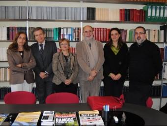 M. Tohà i A. Soldevila, d'Ires; Fina Rubio, de Surt; O. Homs i C. Homar, de Fias i M. Moré, de Suara Cooperativa