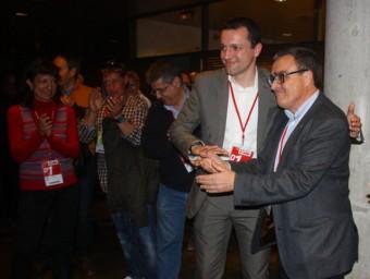 Ordeig i Ros, rivals al congrés de Lleida, se saluden després dels resultats. X. LOZANO / ACN