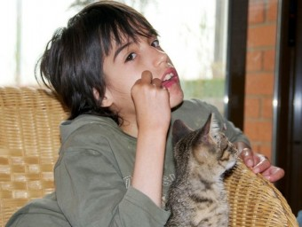 L'Ona té 13 anys, i viu amb els seus pares i la seva germana petita a Igualada