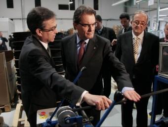 El president de la Generalitat, Artur Mas, visitant la planta de Relats al Marroc .  ACN