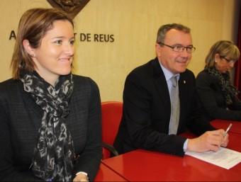 La regidora del PP Alícia Alegret, en primer terme, amb l'alcalde de Reus, Carles Pellicer ACN