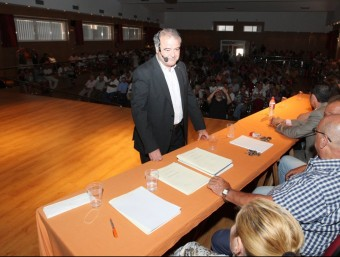 L'alcalde de Creixell , Jordi Llopart, en una assemblea de veïns on va detallar l'estat dels comptes O. MOLET