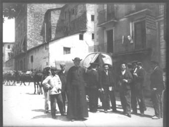 Parada de les diligències a la plaça Catalunya de Barcelona cap al 1900  ARXIU/ FONS FOTOGRÀFIC COURER