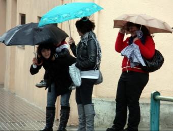 La pluja i el vent ha assotat aquest dimecres al migdia la població de Valls ACN