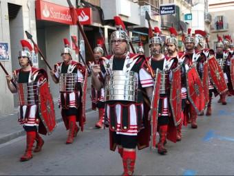 Els armats van desfilar pels carrers del Vendrell i, per acabar, van oferir una exhibició ELISABETH MAGRE