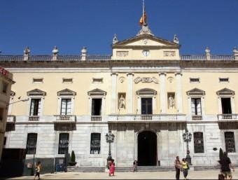 La façana de l'Ajuntament de Tarragona, que ahir va aprovar el seu pla d'ajust. ARXIU