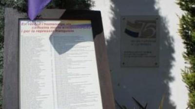 Monòlit que recorda els represaliats pel franquisme al cementiri. CEDIDA