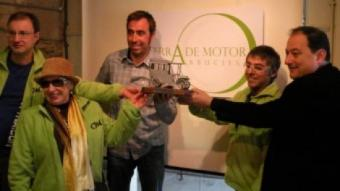 Nani Roma, representants del grup Clàssics Montseny Guilleries i Pere Garriga, en la presentació de la marca Arbúcies, terra de motor.