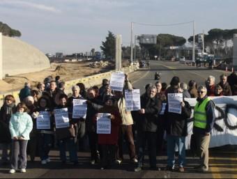Manifestació l'any 2010, a la cruïlla de Caldes de Malavella per exigir la represa de les obres de l'N-II. EDDY KELELE