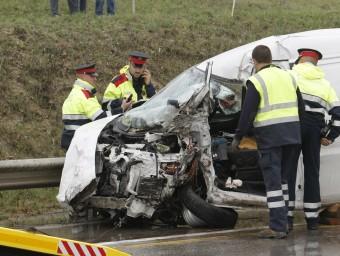 La furgoneta de la víctima accidentada, en un tram d'obres de la N-II que fa tres anys que estan parades LLUÍS SERRAT
