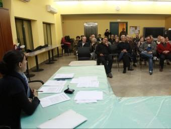 L'assemblea d'expropiats va aplegar ahir una bona colla d'afectats. J. SABATER