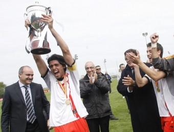 David Cárdenas alça la Copa i EL COMERCIO