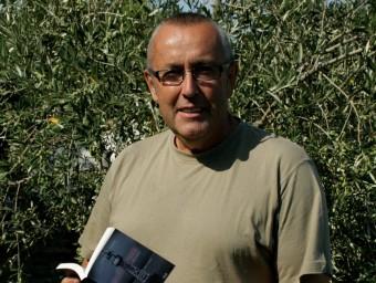 L'autor entre llibres i oliveres