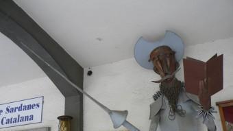 Figura de'l Quixot a l'entrada de la societat Erato a la plaça Triangular. PAU LANAO