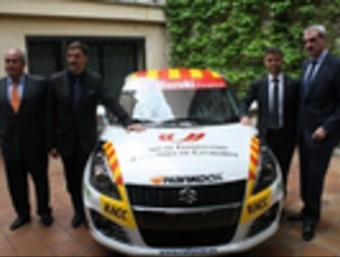 Els impulsors del projecte, amb el Suzuki Swift EL 9