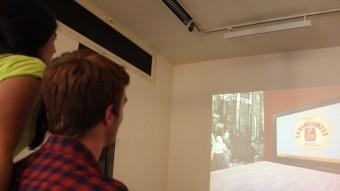 El museu d'art virtual de Catalunya que ha promogut els Emblemàtics de Figueres es pot veure al saló de descans del Museu Empordà. J.SABATER