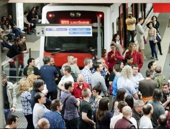 Una part dels trens previstos als serveis mínims no van sortir pel bloqueig dels piquets de vaga JOSEP LOSADA