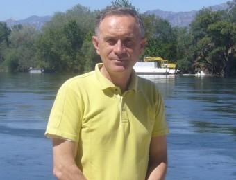 Manolo Tomàs, a l'embarcador del riu Ebre a Tortosa. L.M