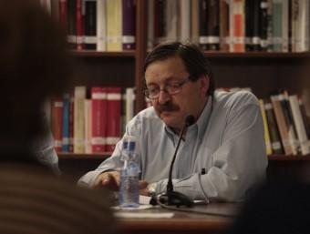 """Josep Santesmases durant la presentació del llibre """"Quarts i hores I""""al Centre de Lectura de Reus JOSÉ CARLOS LEÓN"""