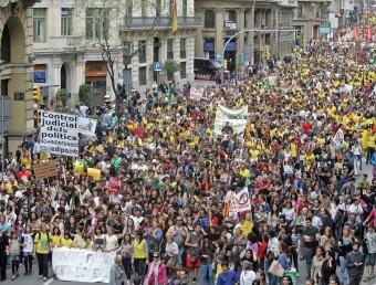 La manifestació de Barcelona va reunir ahir més de 25.000 persones JUANMA RAMOS