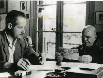 Josep M. Corredor, a principis dels cinquanta, preparant les converses amb Casals ARXIU