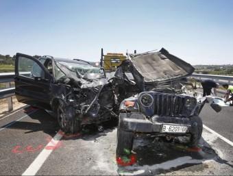 Els vehicles implicats en el xoc de Vilafranca del Penedès van quedar totalment destrossats. EFE