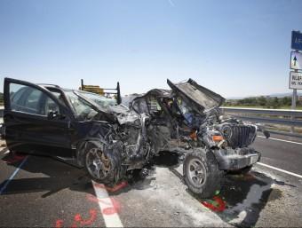 Estat en què van quedar els dos vehicles més afectats en el xoc d'ahir a l'Eix Diagonal EFE