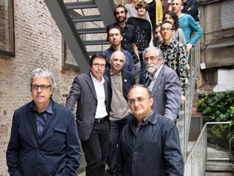 Jordi Badia i Fèlix Arranz, acompanyats pels responsables de ILC i els arquitectes triats.  MARTA PÉREZ/EFE