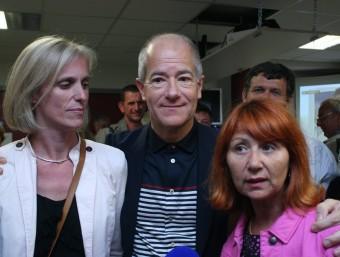 Les candidates Segolène Neuville i Toussainte Calabrese amb el president socialista de la regió Llenguadoc-Rosselló Christian Bourquin J.M. ARTOZOUL