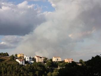 Una vintena de dotacions dels Bombers de la Generalitat treballen en l'incendi forestal de Castellet i la Gornal ACN